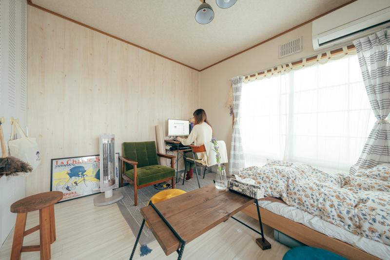 クラフトの作家さんが集まるCreemaで、部屋に合わせたサイズの家具をセミオーダーしているというasaさんのお部屋。