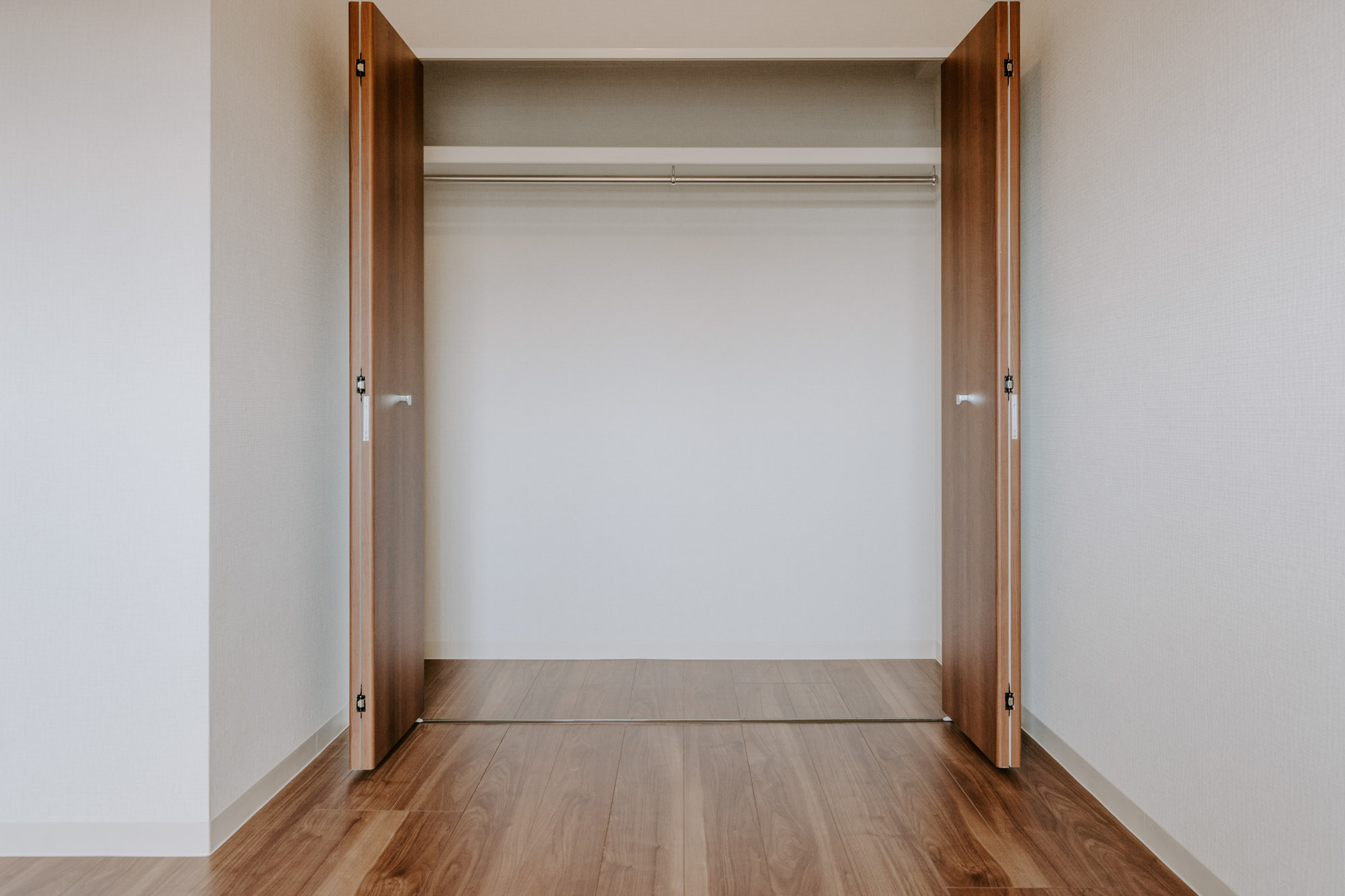 こちらのお部屋も、収納が大きめ。寝室にするなら、こちらのお部屋がいいかな。