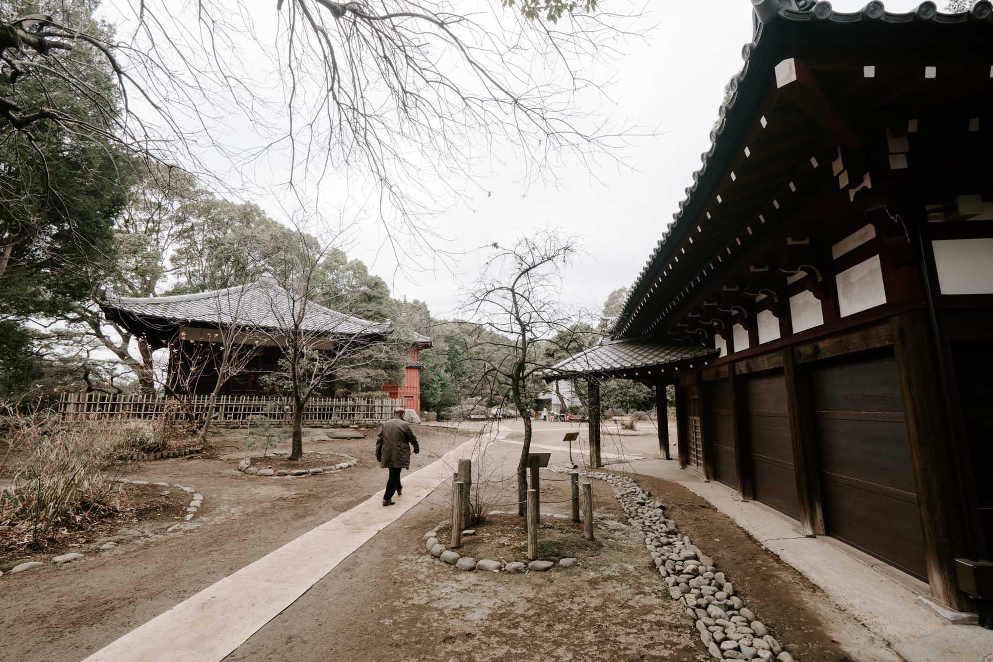 公園名の由来ともなった「哲学堂」などの古建築物は、時々内部の公開日が設けられていますよ。