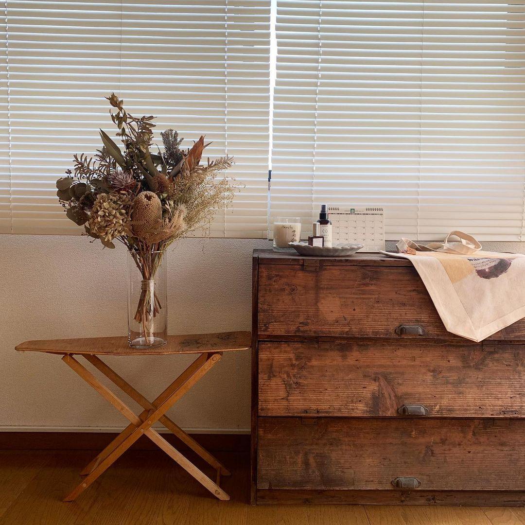 アイロン台をこんなふうに飾り台として使うアイディア、真似したくなりますね。