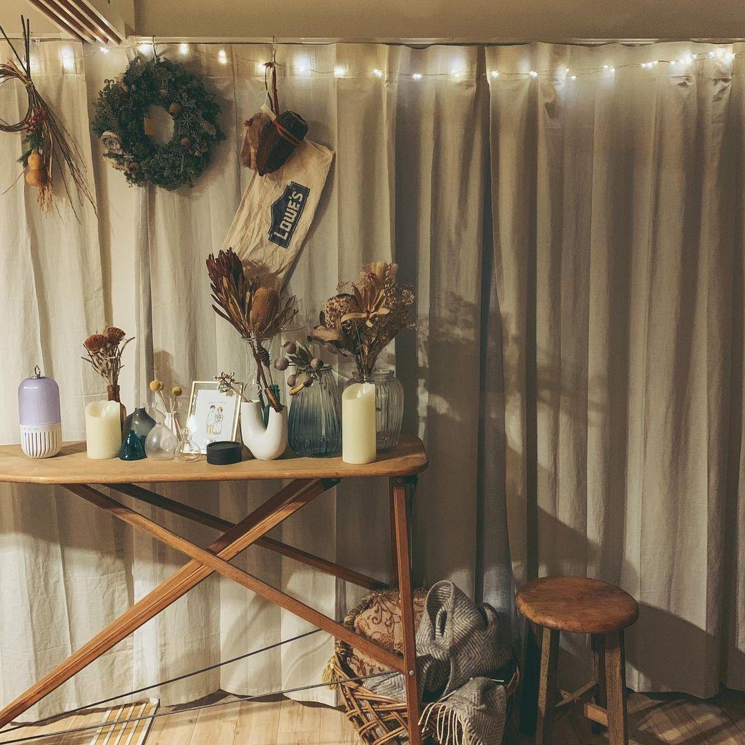 お気に入りの家具は、ヴィンテージショップで購入したランプシェードと、こちらのアイロン台。