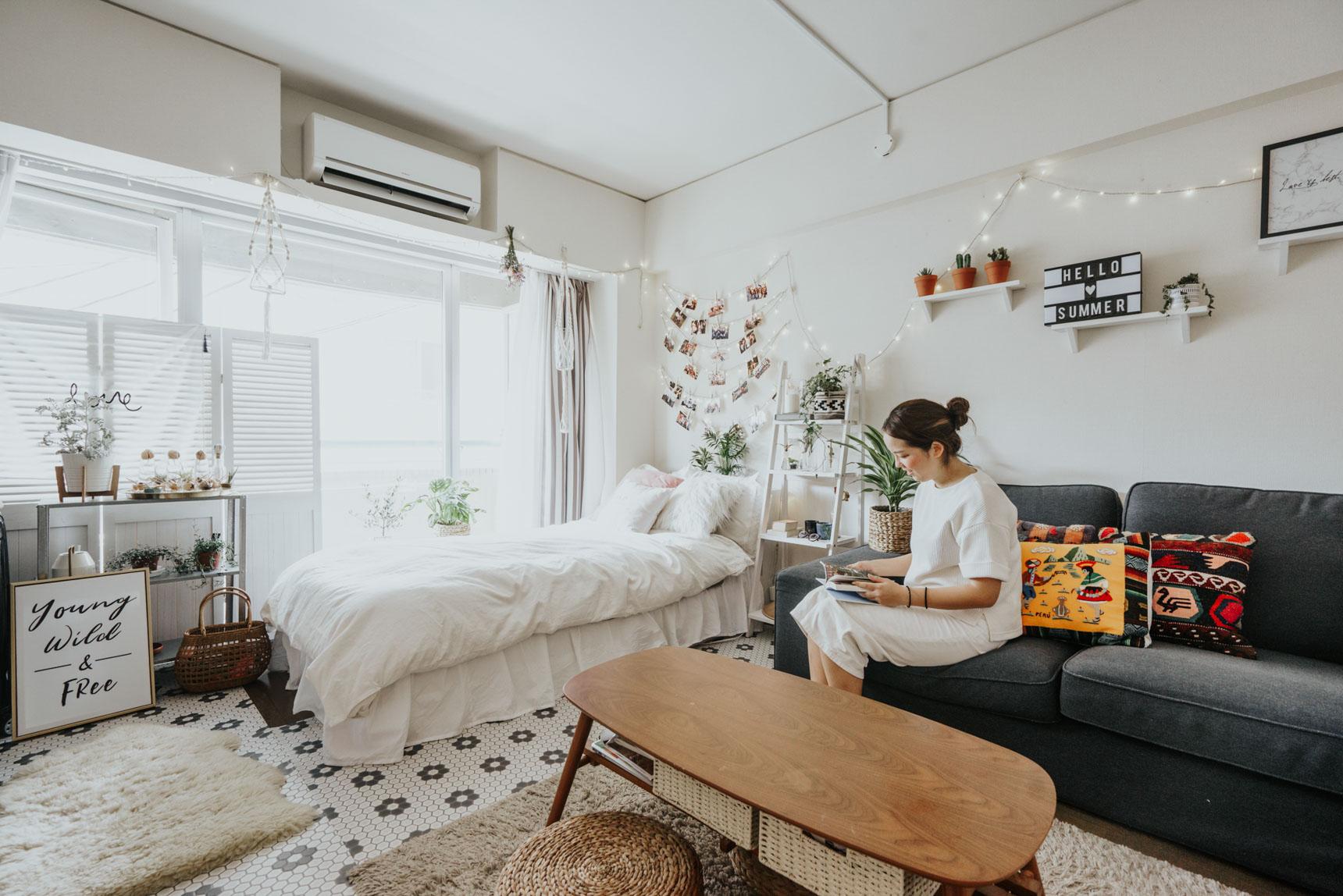 26㎡の1Kのお部屋に暮らす Erin West さんのお部屋は、実は居室内にクローゼットがひとつもありません。