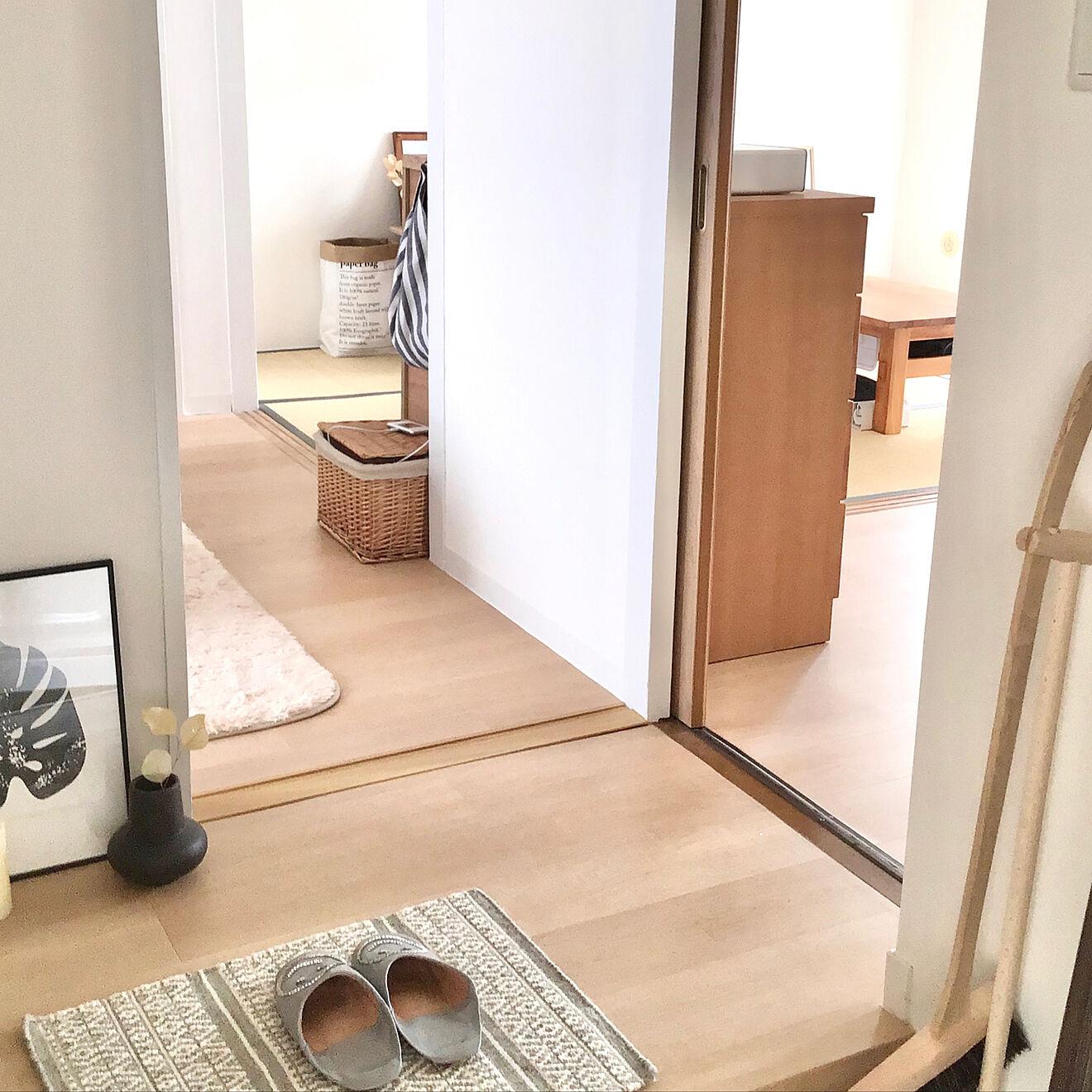 玄関を入って正面が洋室、右手にダイニング・キッチン、そして奥に和室という間取り。