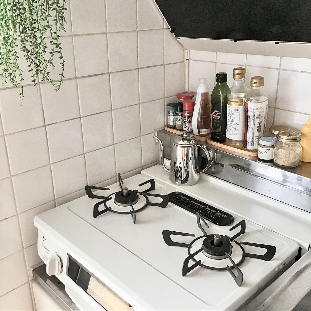 「普通のガス2口コンロ」が置けるキッチンで、料理をする時間は前の部屋の時よりもずっと増えたそう。