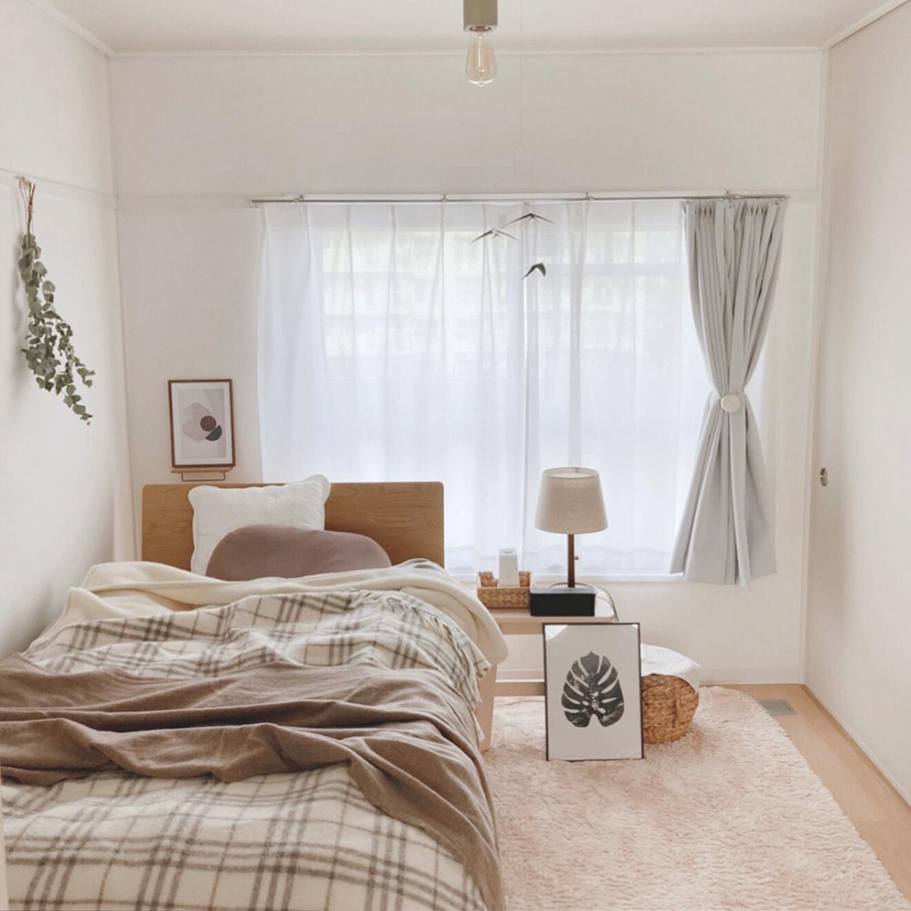 無印良品のベッドを置いて、寝るのに集中できる、シンプルで落ち着いた空間を作られています。