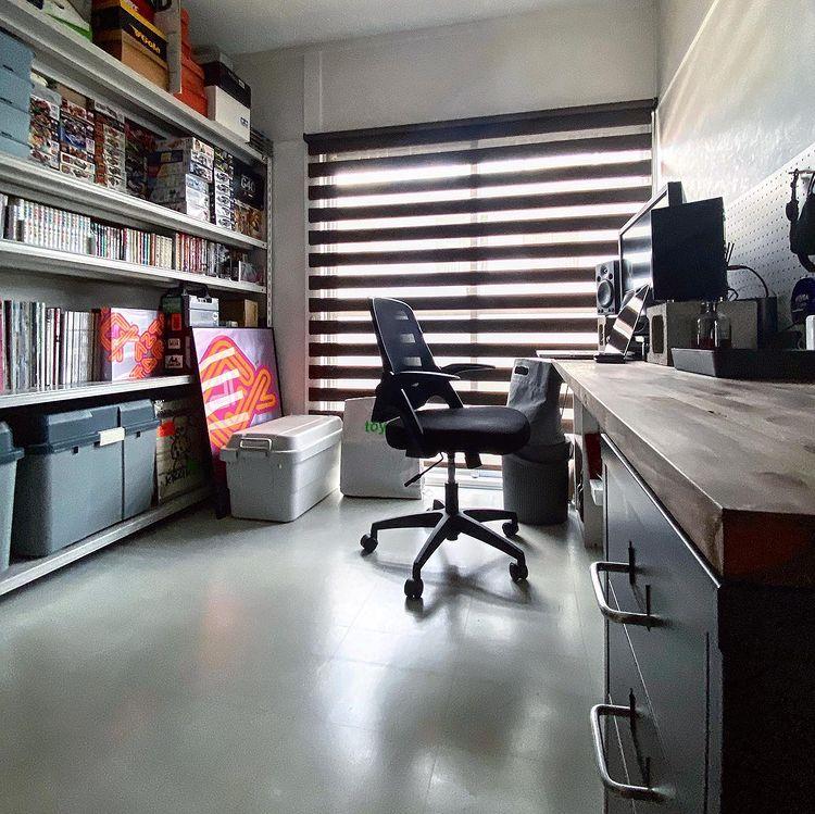 もうひとつの部屋は、1_2_3_dayzさんの書斎兼、お二人の衣装部屋です。