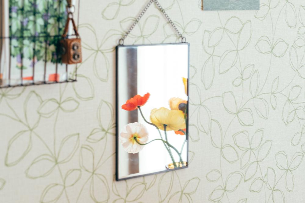 「賃貸情報見ていた時は、映画のアメリのような壁紙が印象的で内見しに来た際にお部屋によって壁紙が違うことを知りました。このお部屋もナチュラルで可愛い感じの壁紙が良くて自然と家具もみんなナチュラルよりになって行きました。」