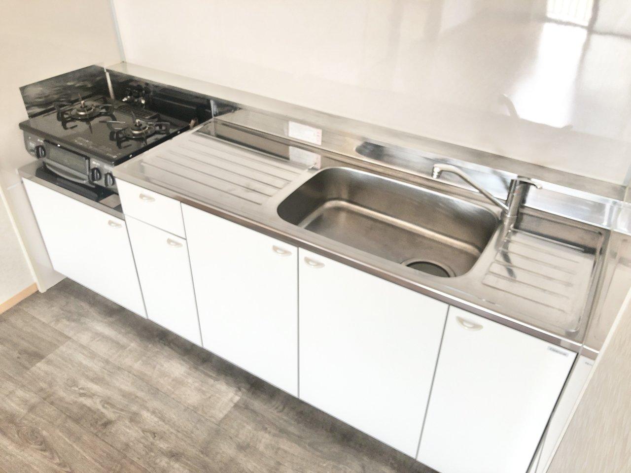 11畳のLDKに、キッチンも大きめ。