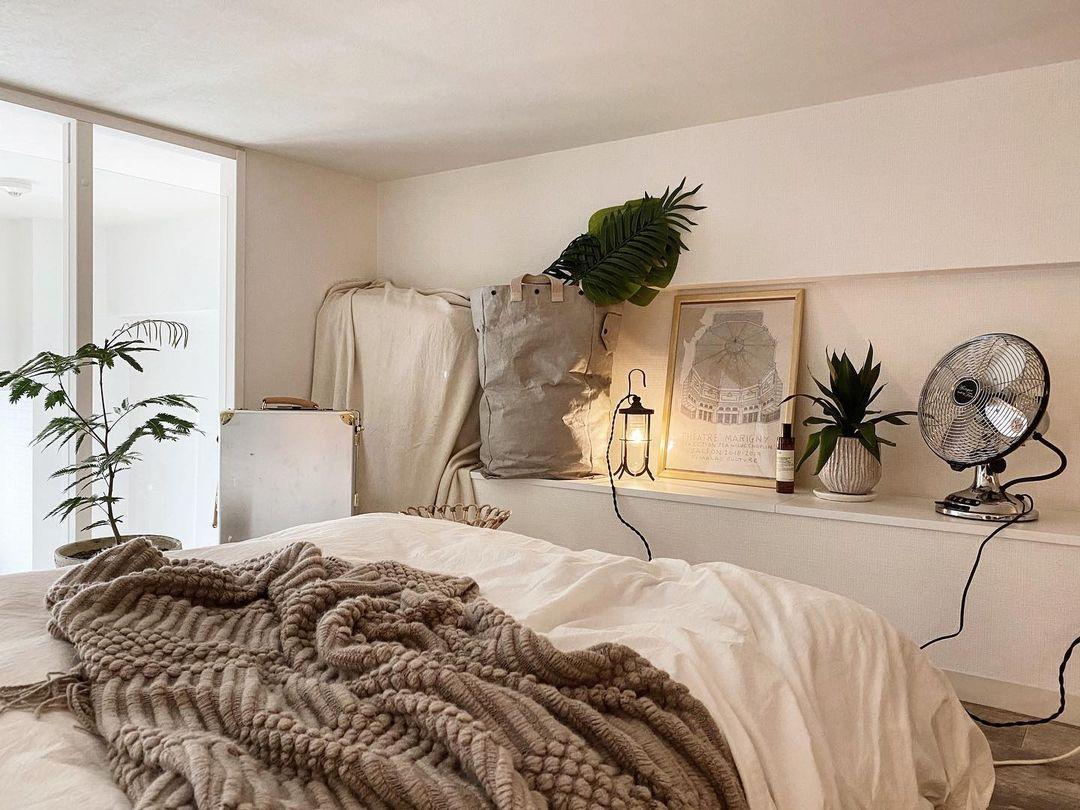 ロフトは、メインのお部屋とはガラリとイメージを変えて、「山小屋のアトリエ」を意識して雰囲気を作っていらっしゃるそう。