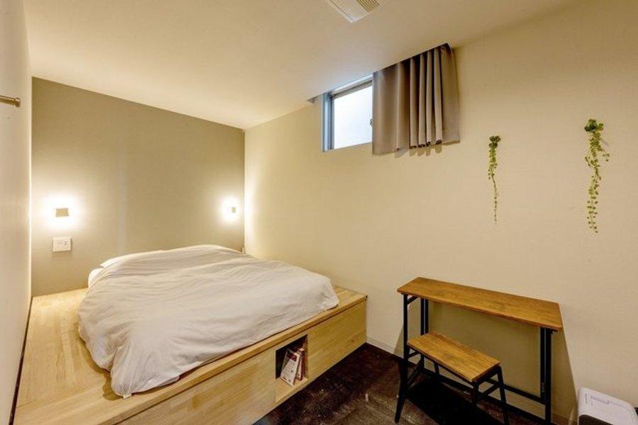 人気の理由は、月額69,800円ながら個室が利用できるということ。シャワーやトイレは共同ですが、その分価格を抑えることができます。一人暮らしをイメージするにはぴったりのお部屋です。