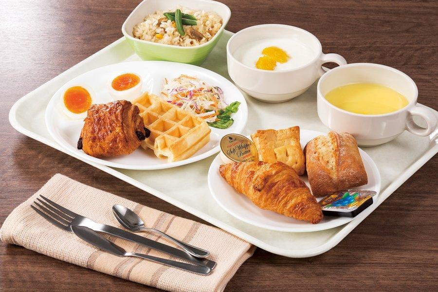 そしてうれしいサービスが、朝食無料だということ!1日の始まりに美味しい朝食があれば、毎日の仕事も捗りそうです。