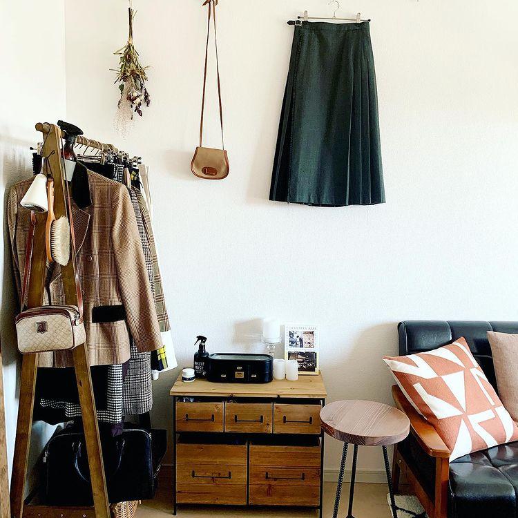 手軽にお部屋の雰囲気を変えられる、自由なキャンバスのようで、真似したいアイディアです。