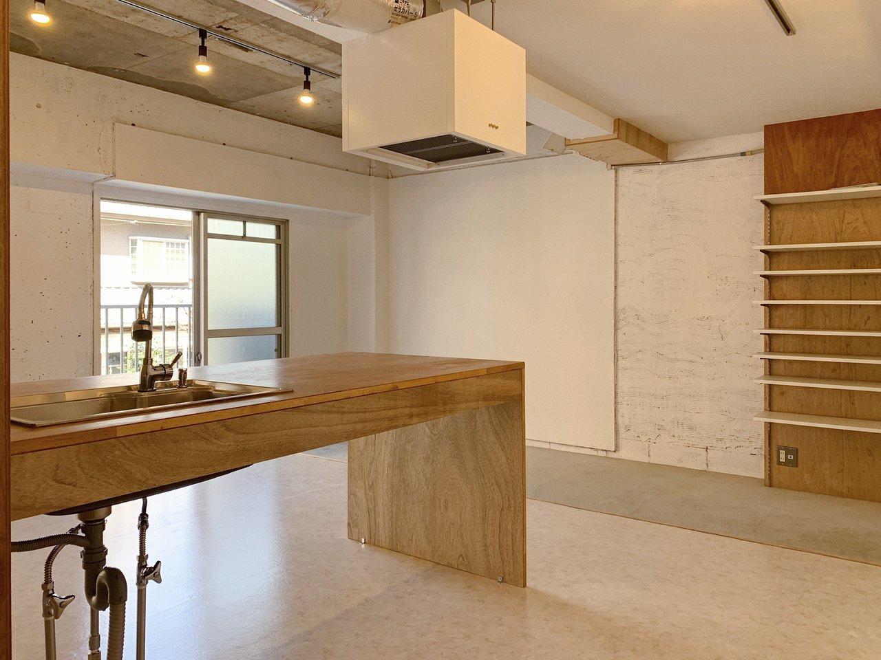 潔いほど余計なものがないので、家具の配置は実はしやすいかも? 使いこなしてみたくなるお部屋です。
