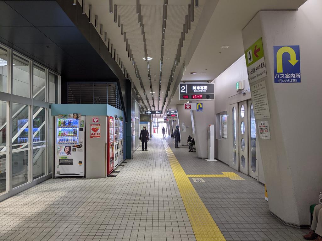 福住駅は駅直結で大型のスーパーがあり、帰り道に買い物ができるのはとても便利。駅直結でバスターミナルもあるので、雪の日も安心です。札幌市内各地にバスで行くことができますよ。