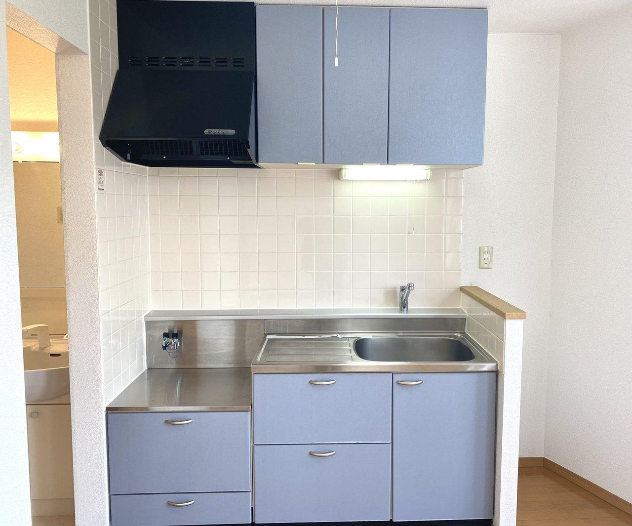 淡いブルーのキッチンも、毎日テンションを上げてくれそう。