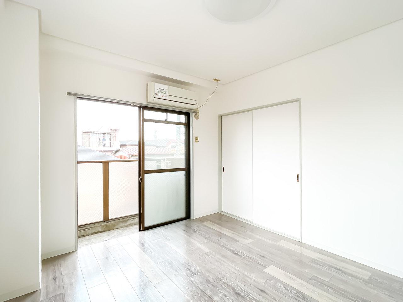 床材も落ち着いた色味のものですね。どんな家具を置こうかな。観葉植物のグリーンもよく合いそう。