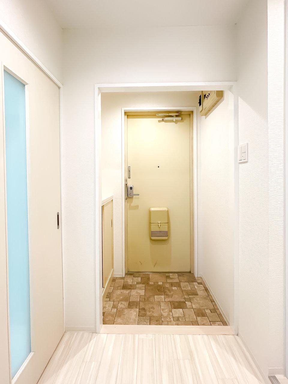 玄関も広く感じますね。床に敷かれたタイルも、ナチュラルな感じでかわいい!