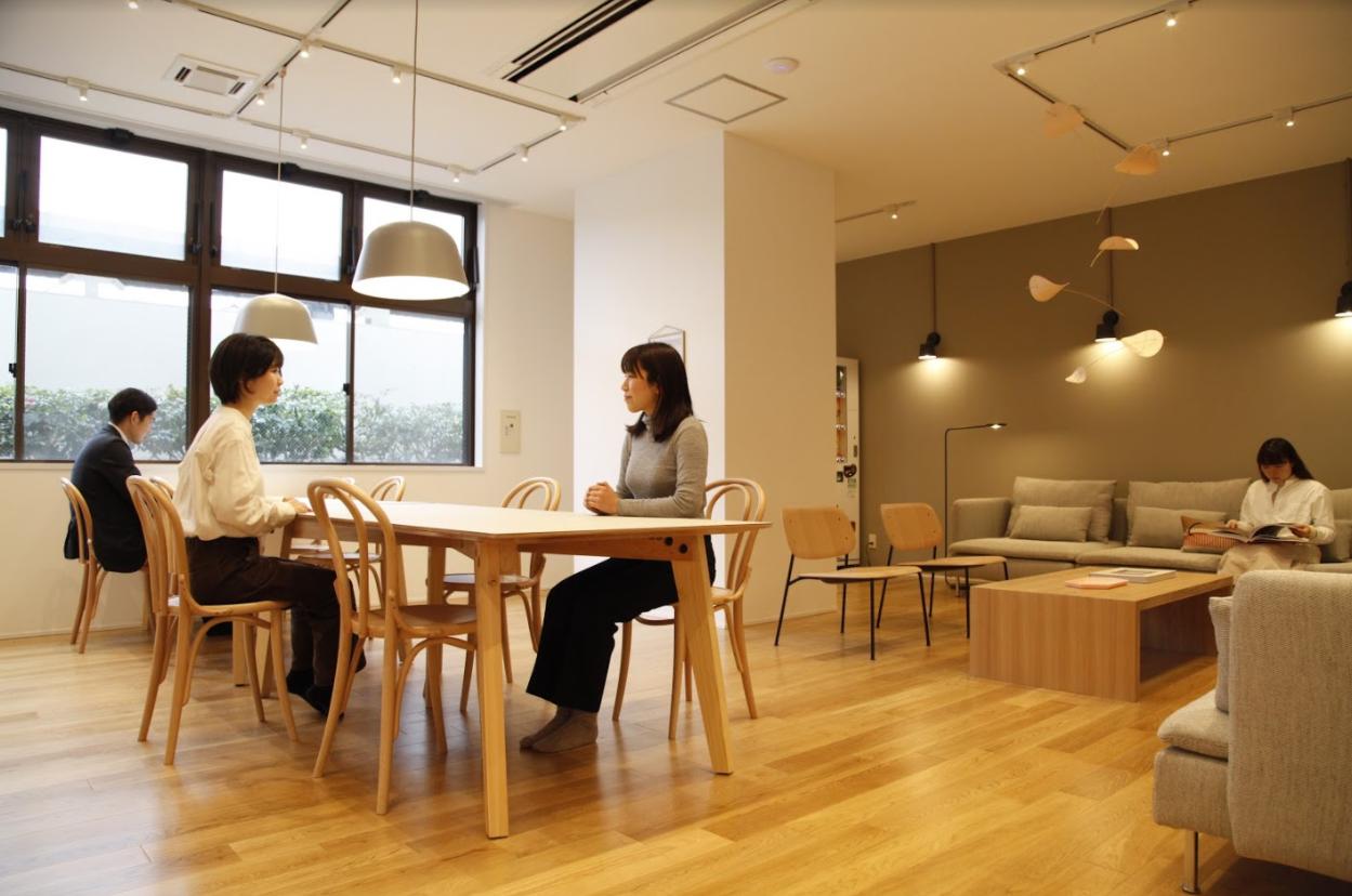さらに、入居者の方が利用できるシェアスペースもまるごとリノベーション!一人暮らしでも、どこか人のいる気配を感じられる、温かみのあるお部屋です。