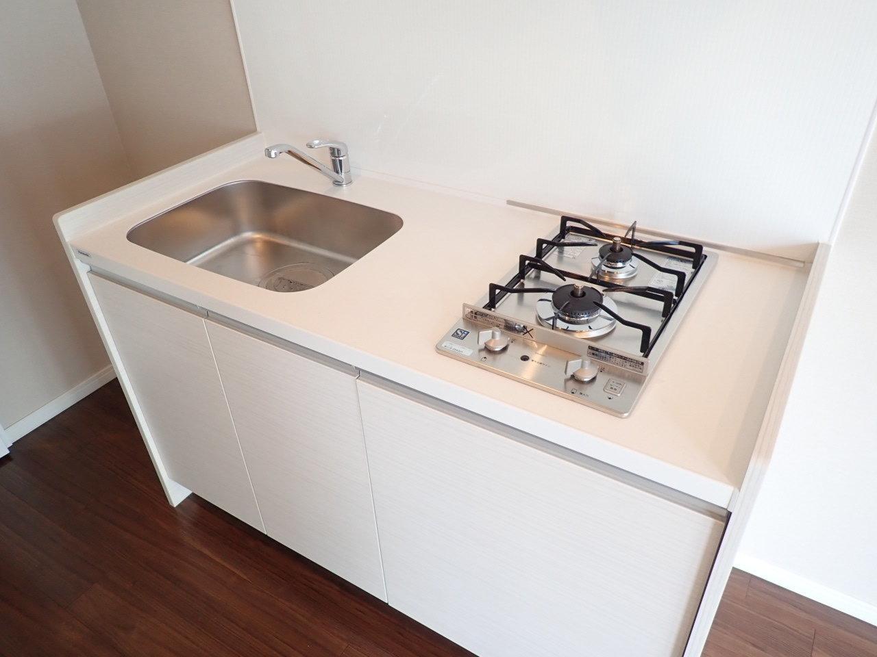 キッチンやバストイレなどの水回りも、きれいで使いやすそう!場所によって異なるアクセントクロスもチェックしてみてください。