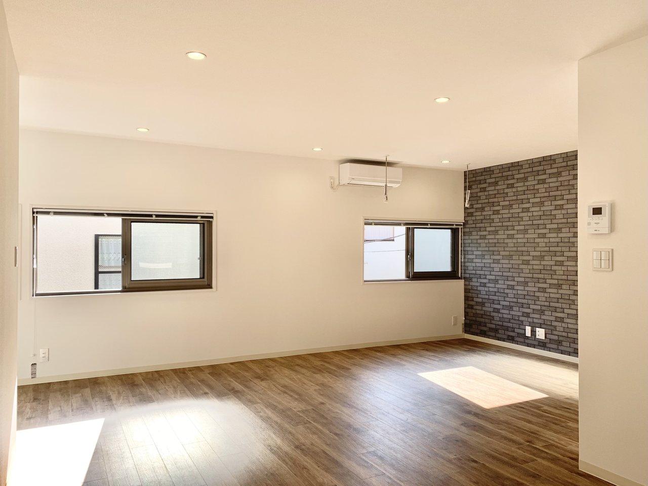2人でものびのびと過ごせそうな広々空間。小窓の下にテーブルを置いたりと、インテリアも配置しやすいんです。