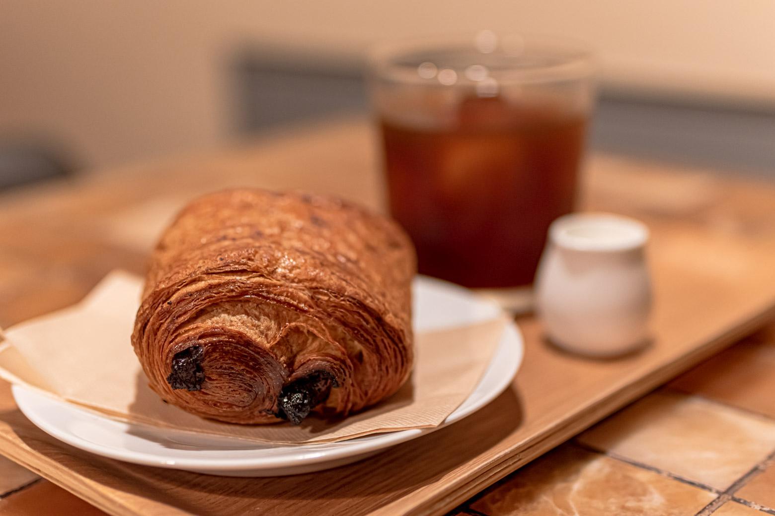 ホテル周辺だけでなく、地下にあるラウンジスペースではパンやコーヒーなども提供されています。毎朝、違うメニューを頼む楽しみがありますね。