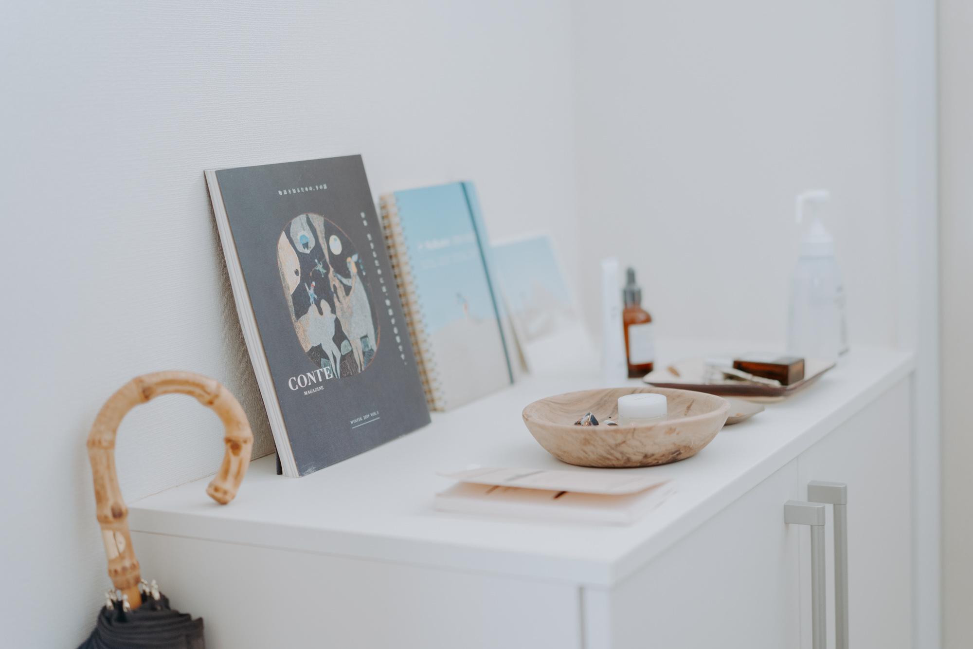 素敵な装丁の本やノートは、玄関にも飾られていました。