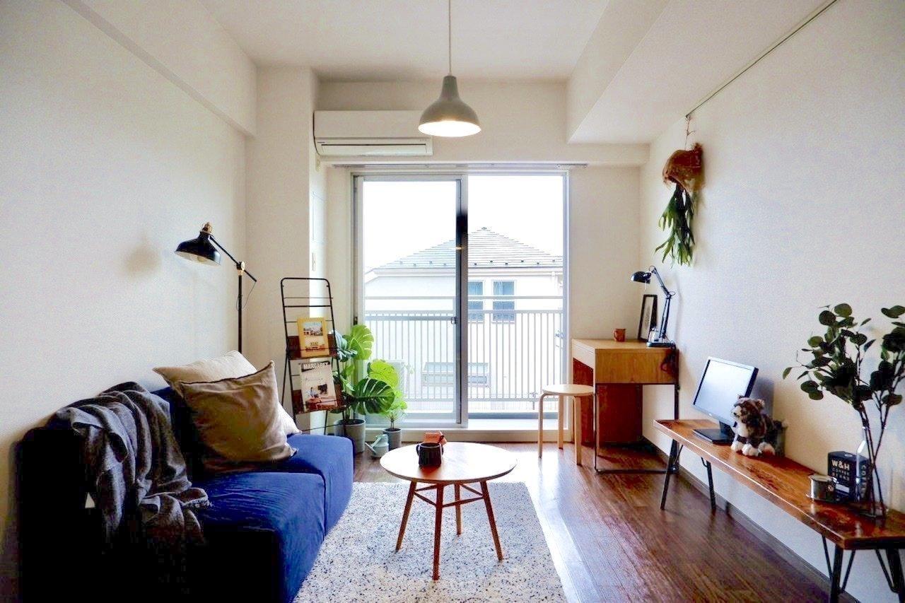 落ち着いた色合いの1K。アイアンの家具を置いたり、グリーンをプラスしたくなりますね。