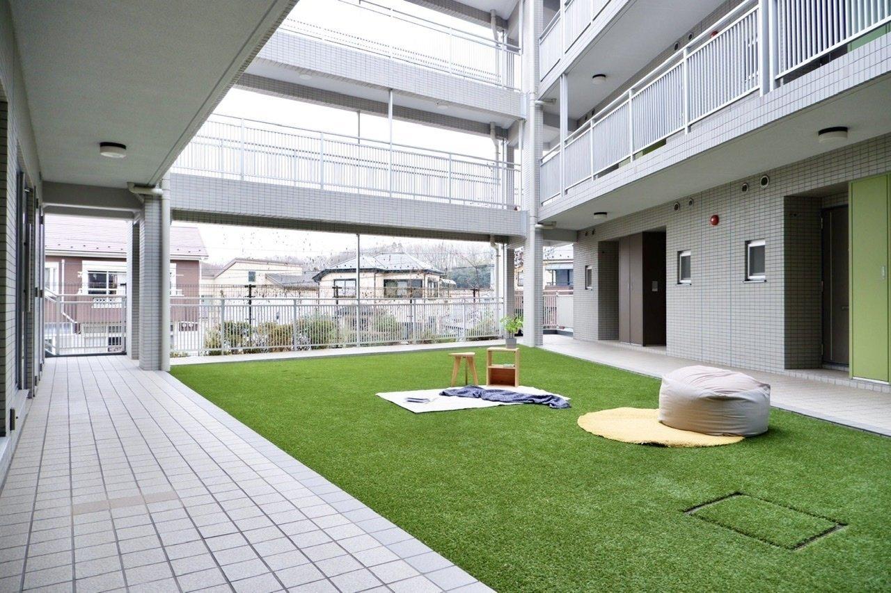 開放的な共有スペースです。中庭ではワンちゃん同士のコミュニケーションも増える予感。