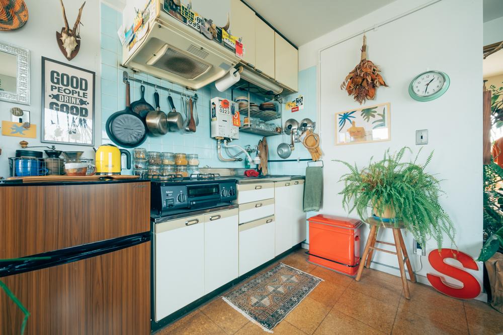 キッチン全体を引いて見た際に、景色を大きく変えてくれたと話されるのがキッチンラグ。