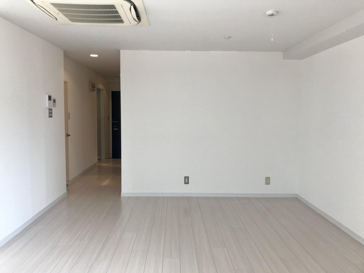 内装がシンプルなのでどんなインテリアでも似合いそう。ソファやハンモックを置いてくつろぐのもいいですね。