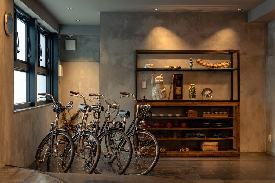 2021年4月にオープンしたばかり!『ヒュッゲ』がコンセプトの、街の中の小さな複合施設にあるホテルです。レンタサイクルもあるので、移動は自転車も可能。車を持たない旅する生活も、豊かなものになりそうです。