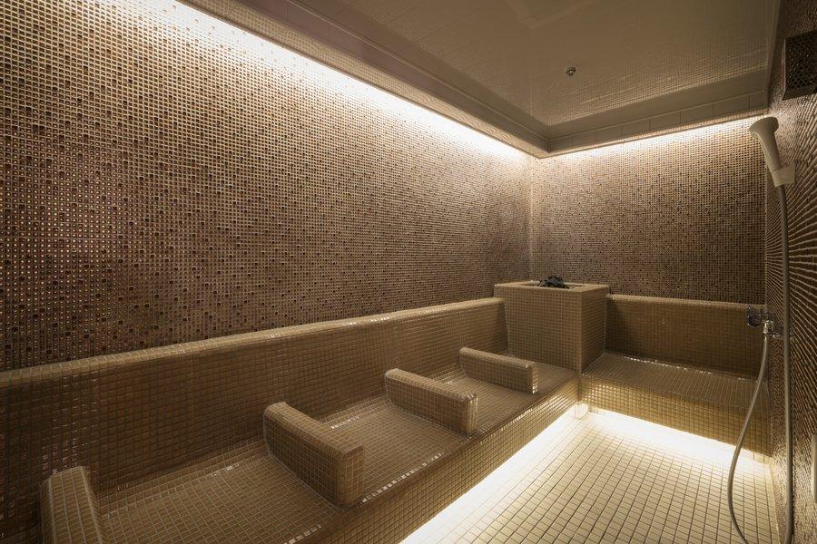 長期ステイではうれしい、大浴場とサウナがついています。サウナは少し暗くなっているので、リラックスして自分と向き合う時間がつくれますね。