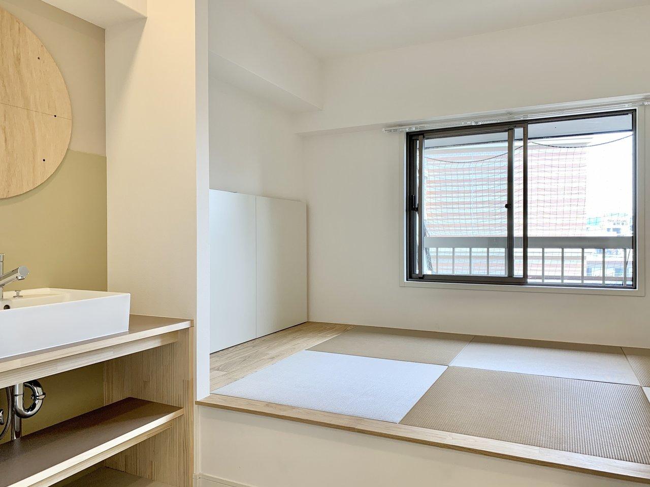 水回りスペースの隣にある、畳敷きの小上がりスペースが特徴です