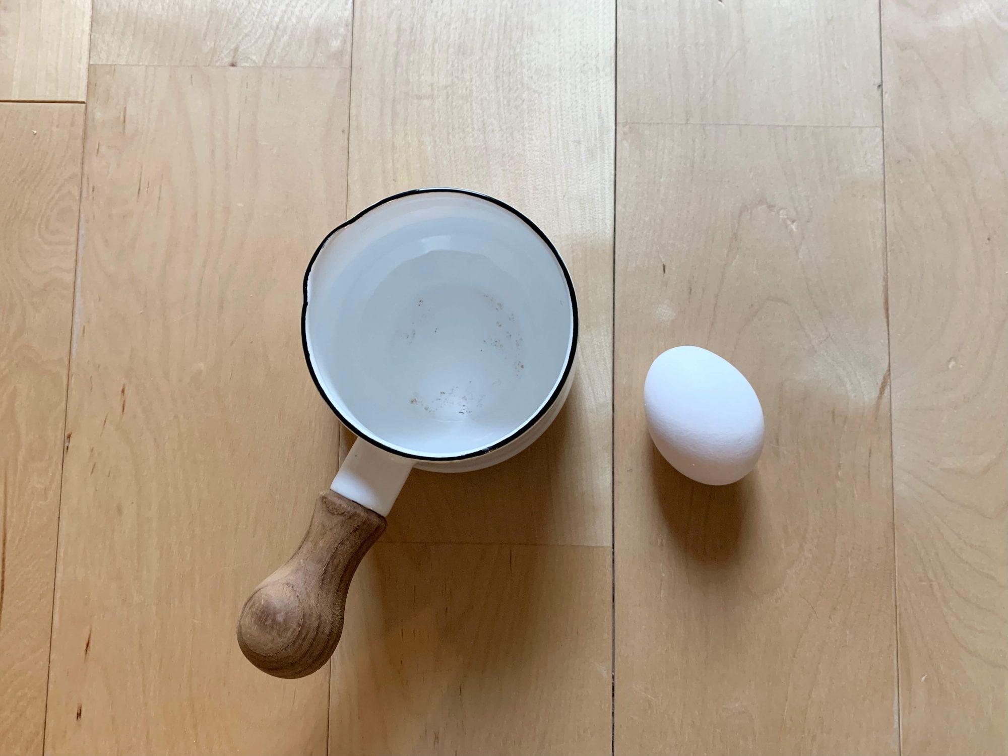 直径95×横幅188×高さ80㎜ほど、卵が2つ入るサイズ感です。普通の鍋を出すまでもない、ちょっと温める・ちょっと焼く時に便利。