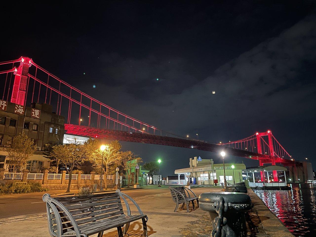 若戸大橋の夜景はとてもダイナミック。