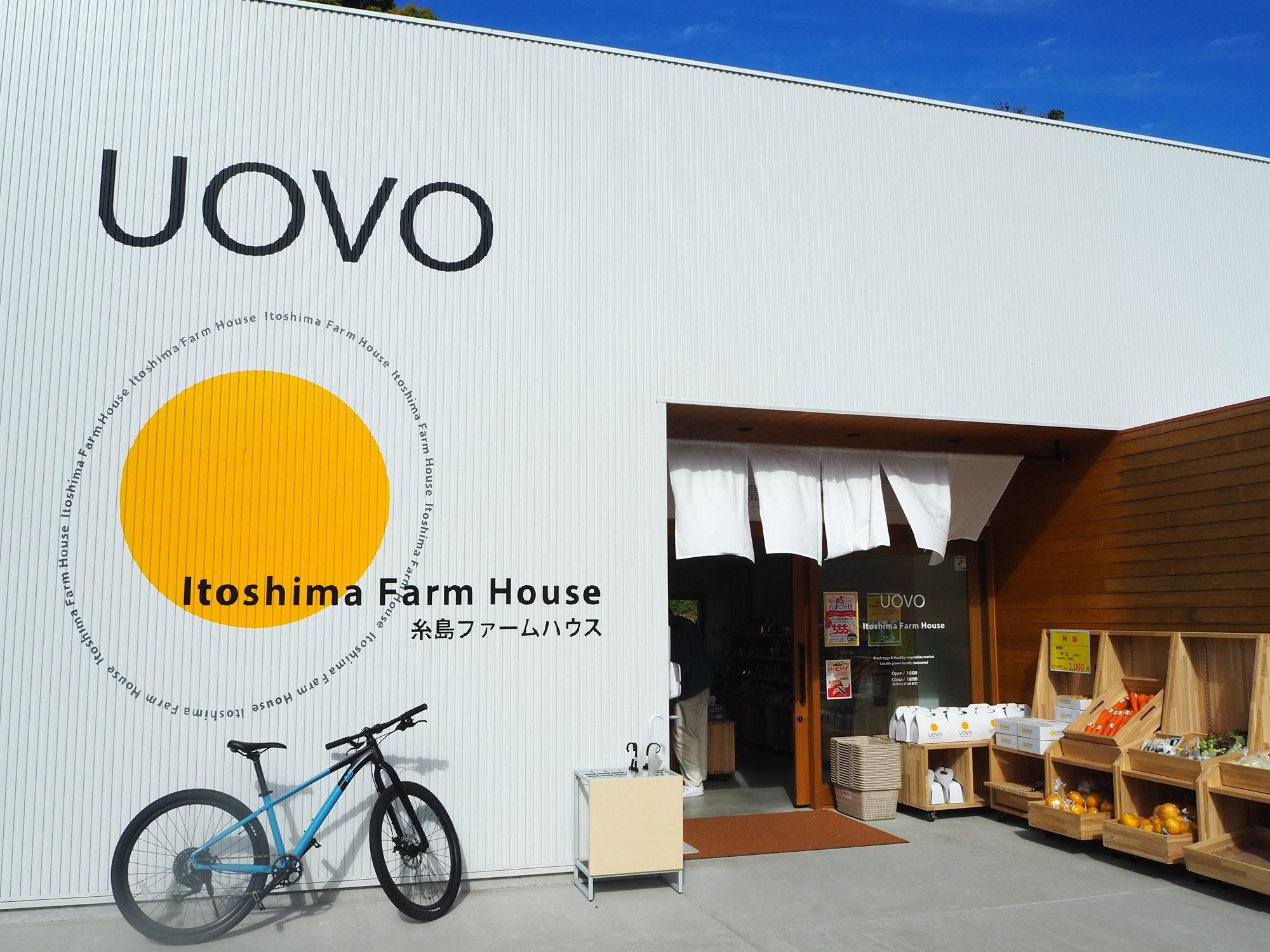ここまで走ってきたご褒美スイーツをいただくカフェ<UOVO>。かっこいい外観にテンションが上がりますね。