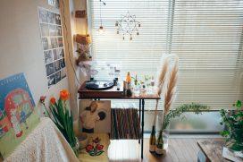 レトロな喫茶店のような部屋で暮らしたい。「古道具」のあるインテリア実例まとめ