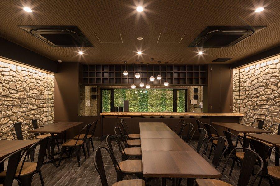 ゆったりとしたラウンジスペースが魅力のホテル。銀座、京橋、東京などが徒歩圏内のエリアにあるので、アクセスはかなり便利です。