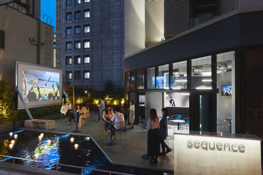 屋外空間でDAZNコンテンツが楽しめるオープンテラス、宿泊者専用のシアターラウンジなど、共有できるスペースを多数兼ね備えたホテルです。