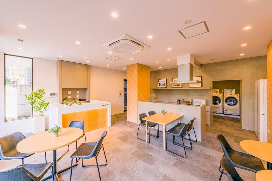 洗濯機やシェアキッチン、ラウンジスペースがあるなど、長期滞在にうれしい設備のあるホテルです。