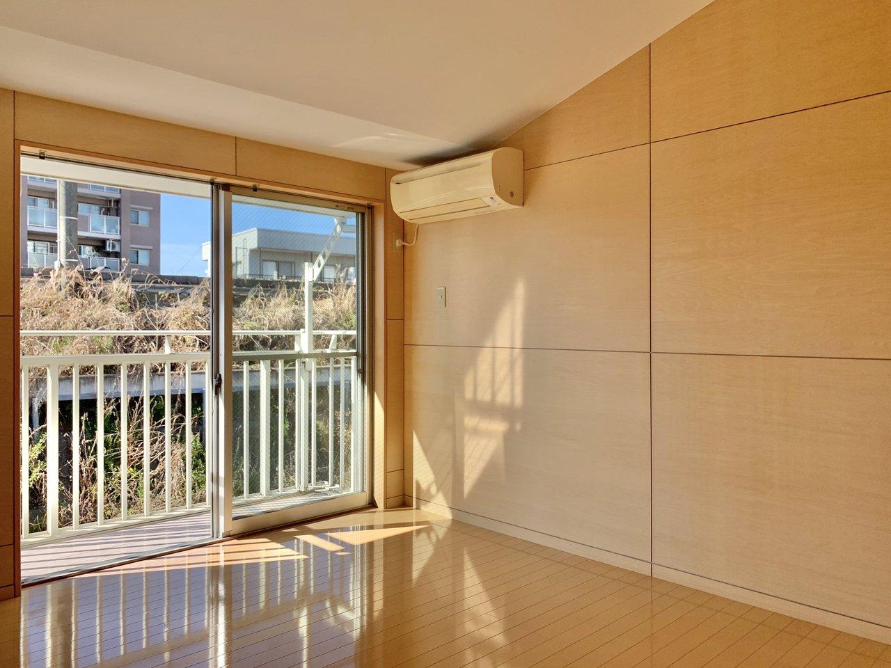 日向ぼっこも楽しめそうなこちらのお部屋はなんと4層構造のメゾネットなんです。