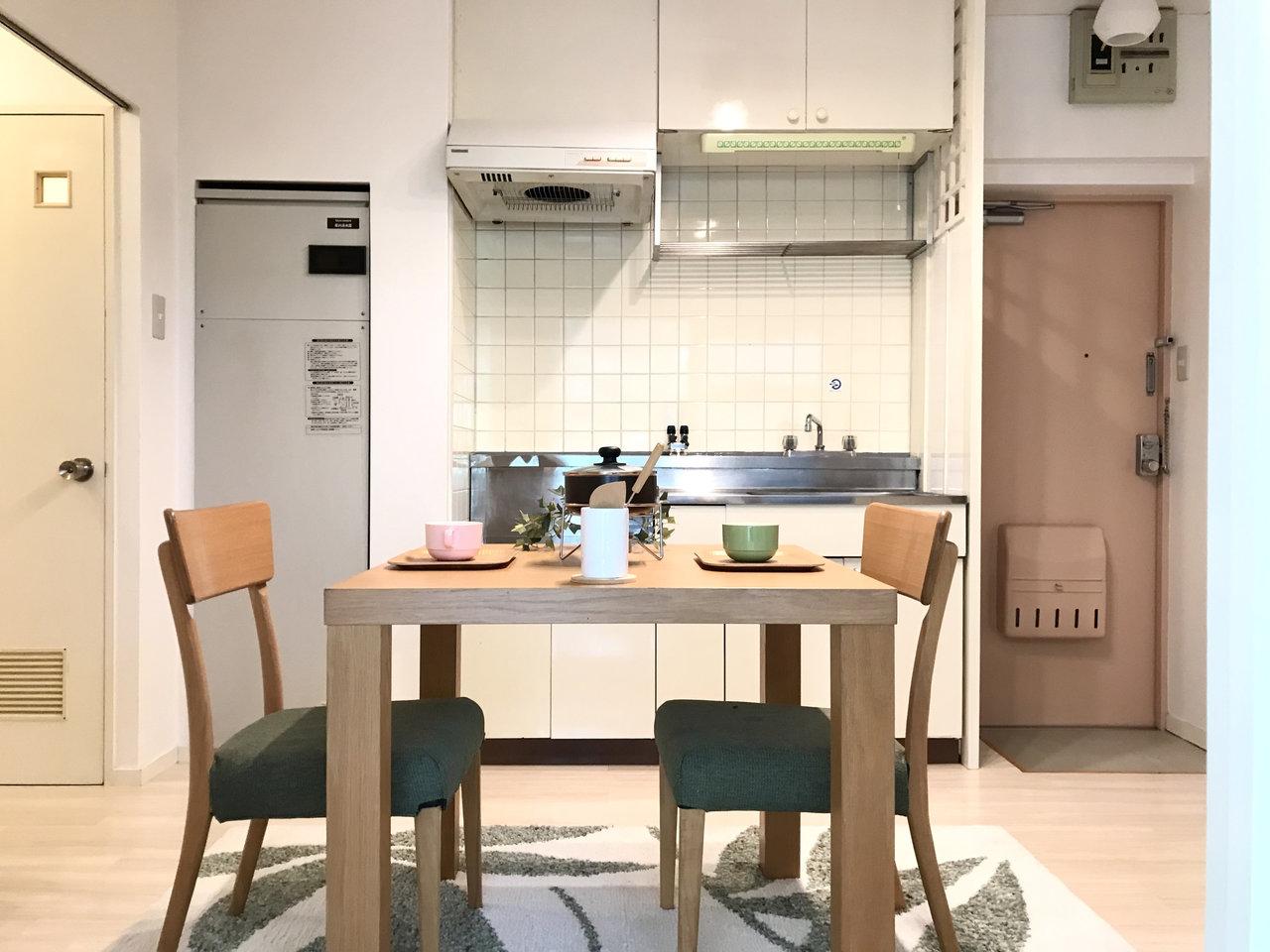ダイニング・キッチンは6.7畳。大きめのキッチンワゴンを置いてカウンターキッチン風に使ってみようかな。
