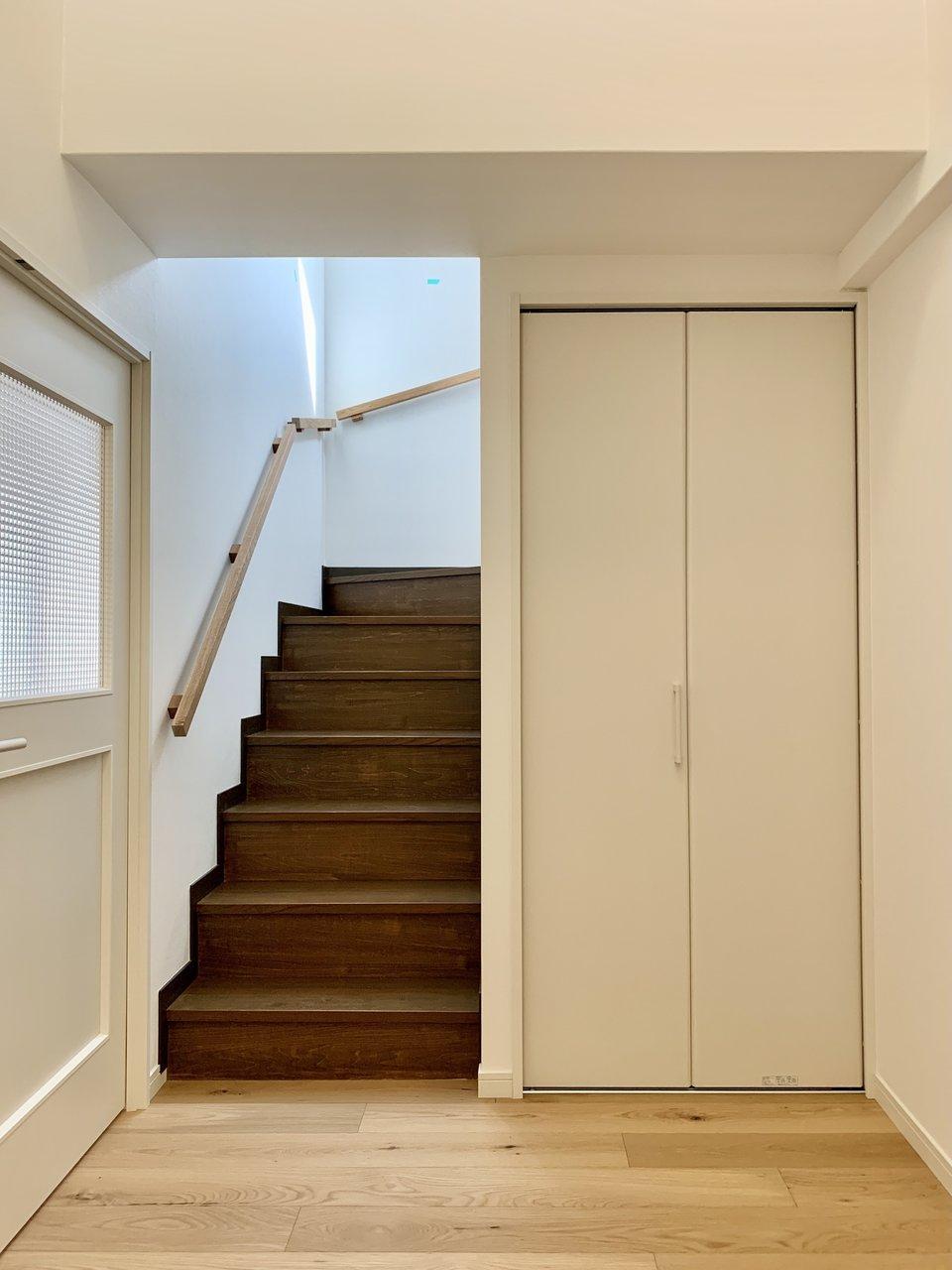 階段を登って、上階へ。