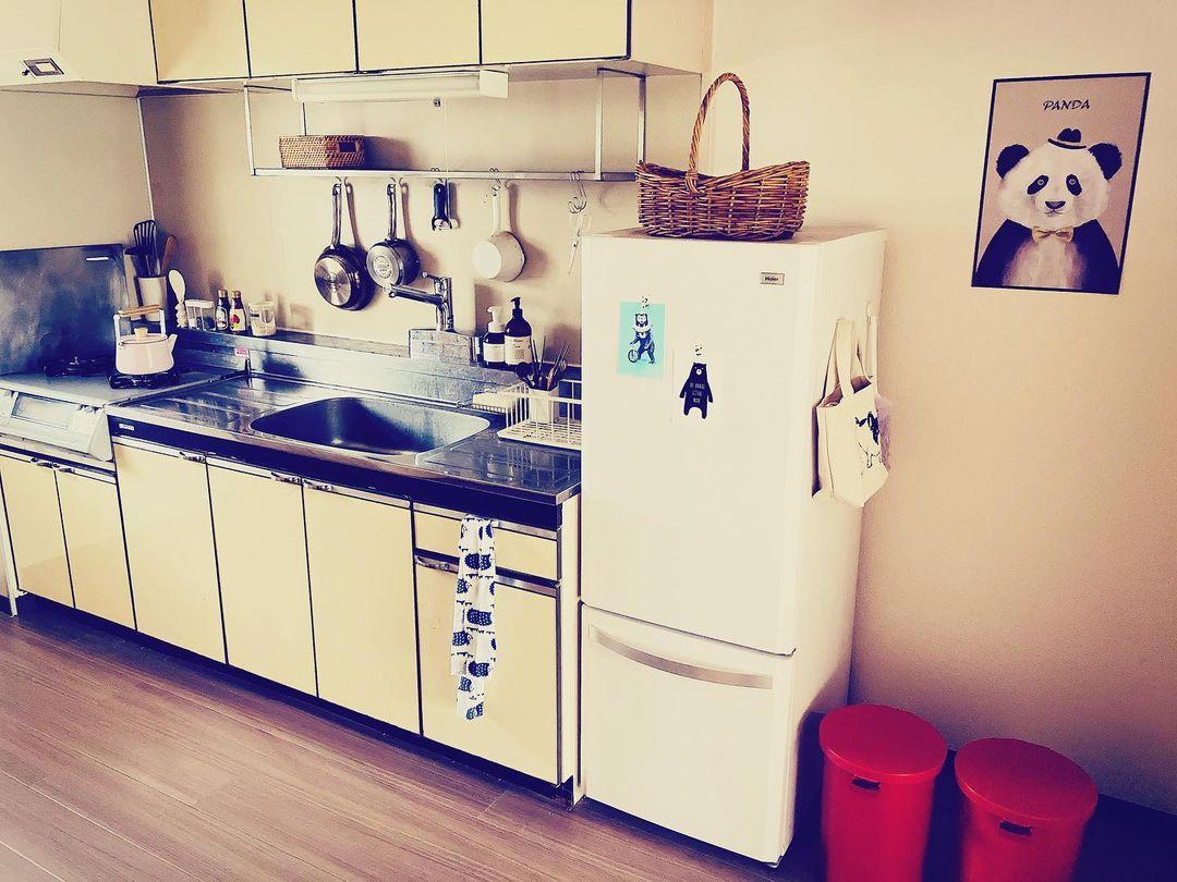 こちらはキッチン。少しレトロなキッチンなので、それに合うデザインで、使い勝手の良いものをこだわって探されたそう。