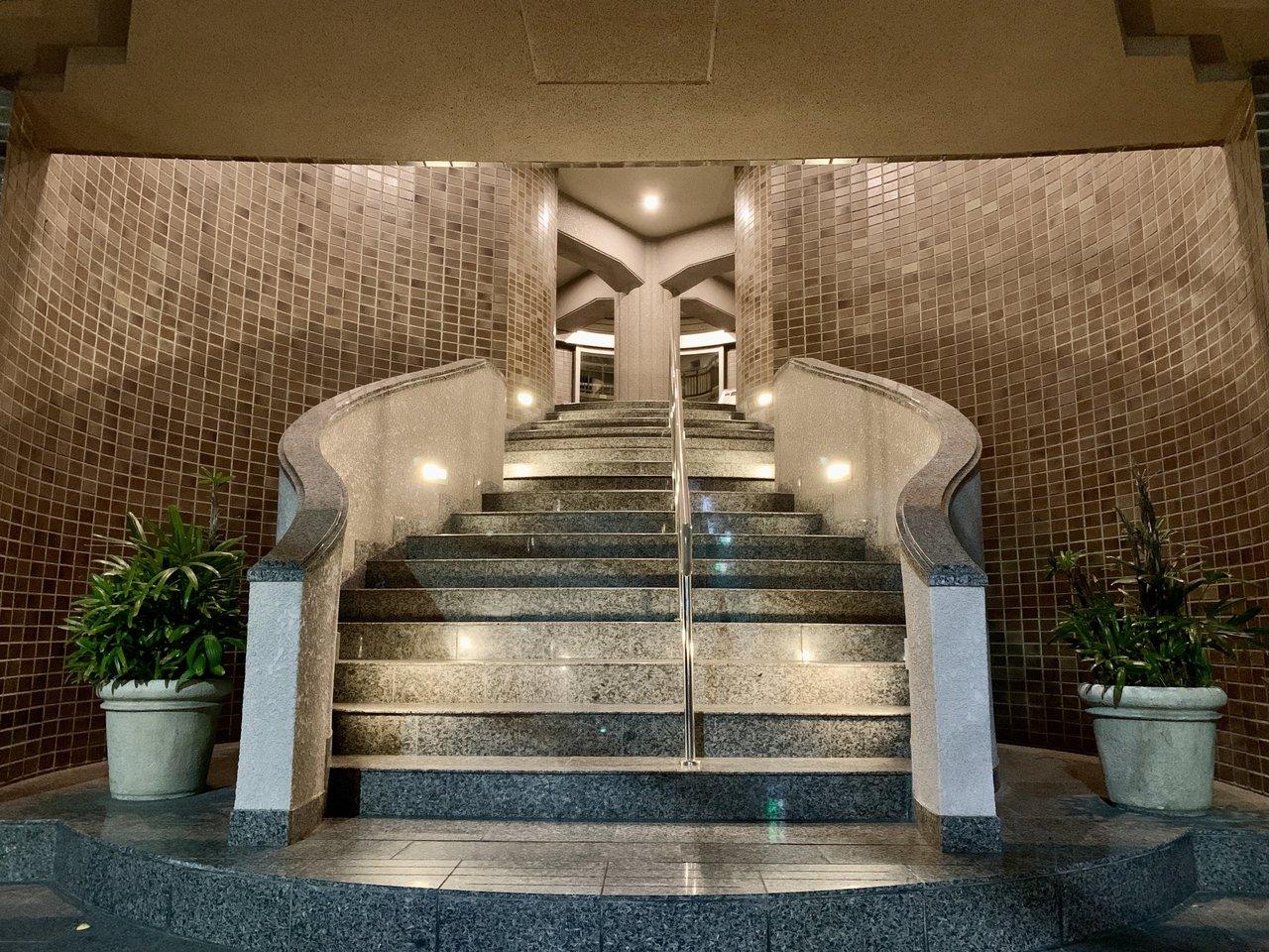 エントランスの階段もかっこいい