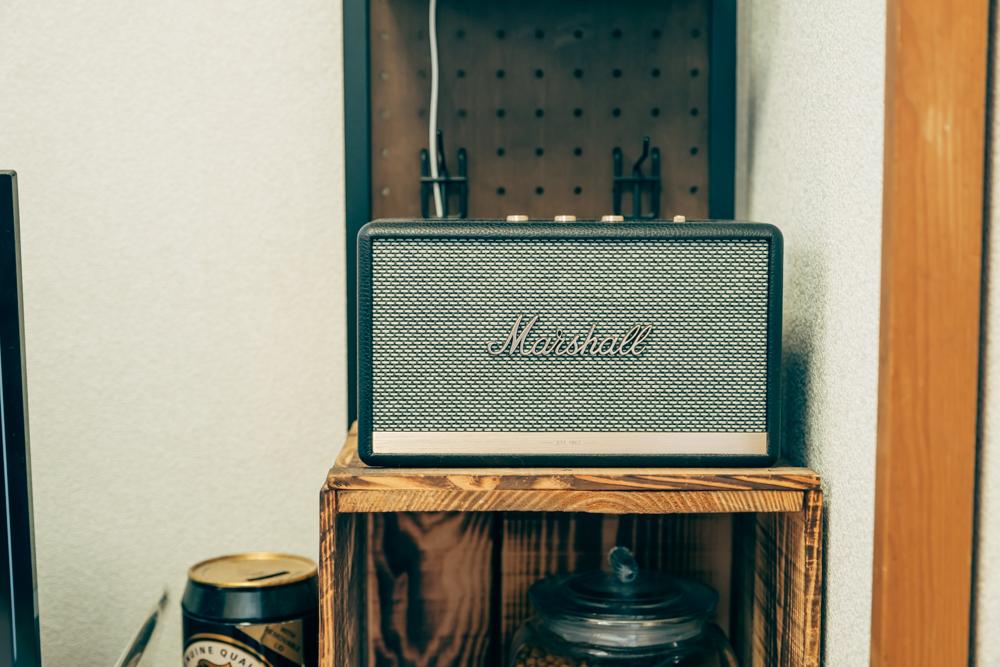 くつろぎのスペースで外せないのが音楽や映画。Marshallスピーカー ACTONⅡはiphoneやプロジェクターにつなげて迫力ある音を楽しむことが出来るということで、同じくお気に入りのアイテム。