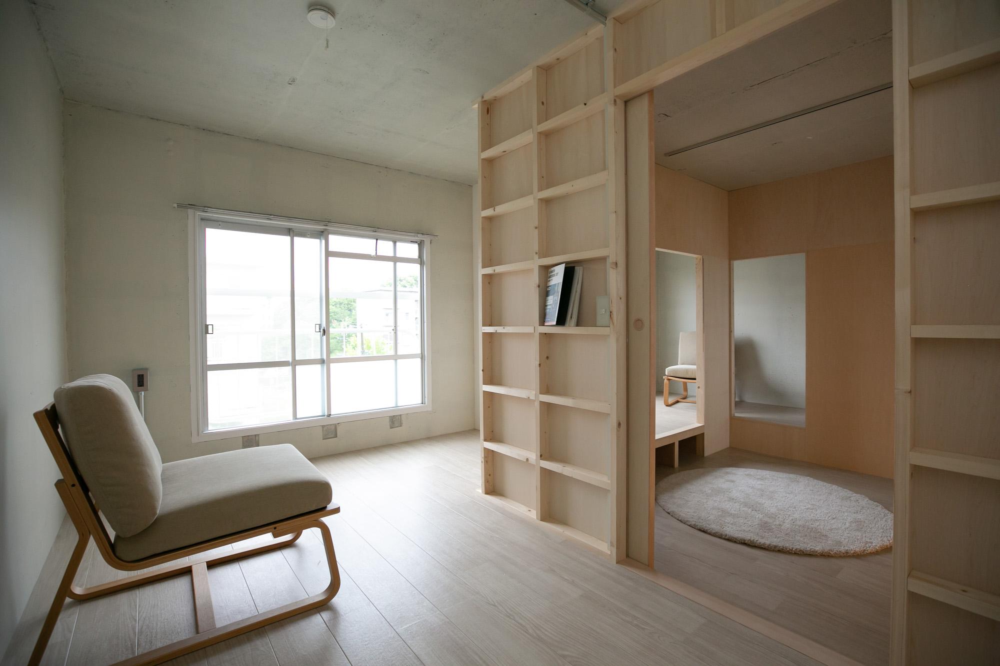 バルコニーの反対側には、寝室とフリースペース。
