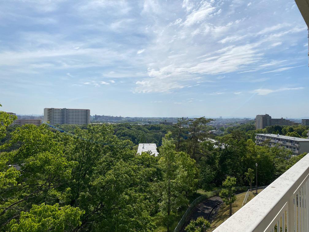 茶山台団地は丘陵地に建てられている団地で、4階、5階からの眺めは本当に素晴らしいですよ。