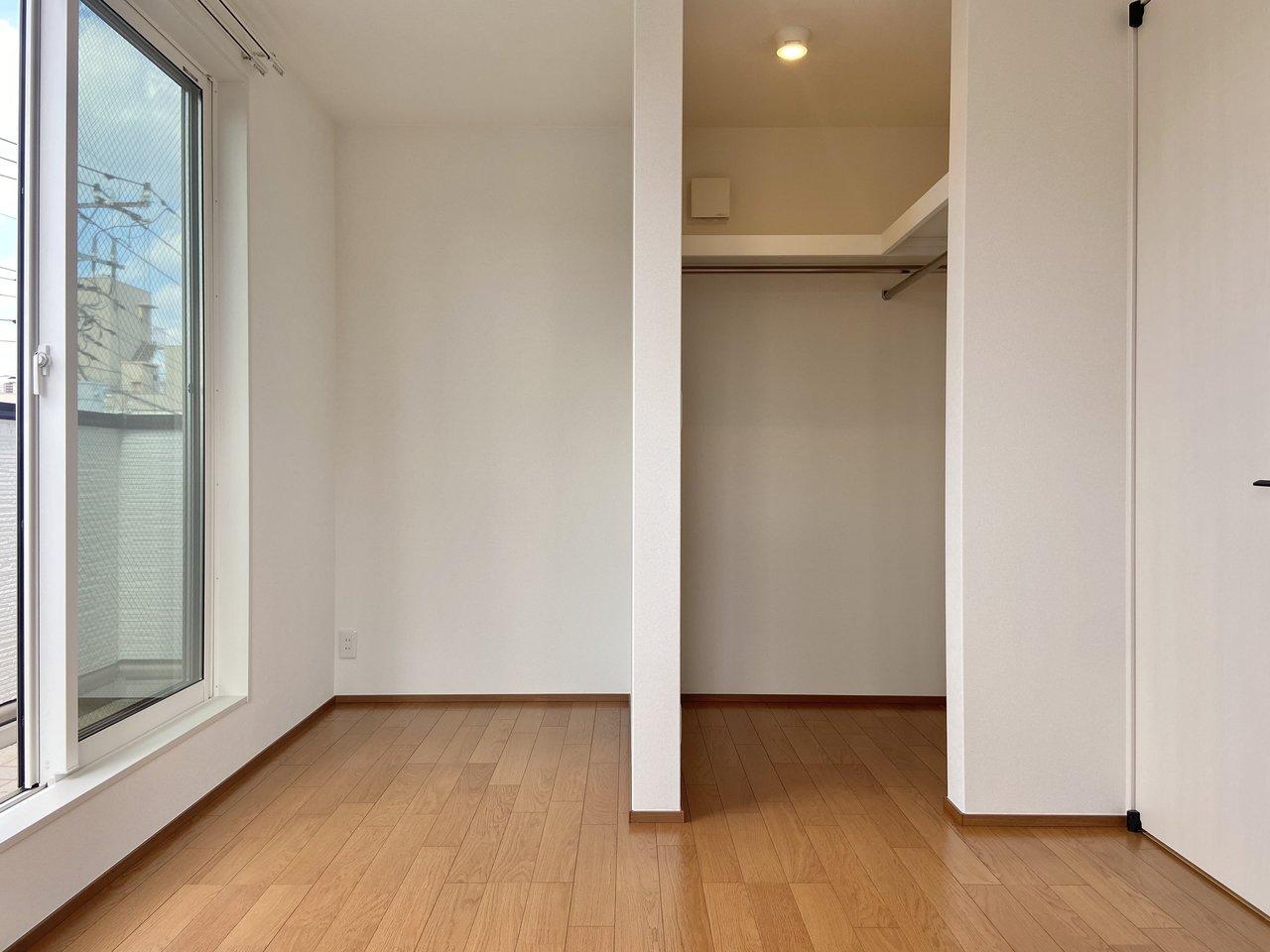 洋室各部屋にはウォークインクローゼットが備わっています。収納力も頼もしい。
