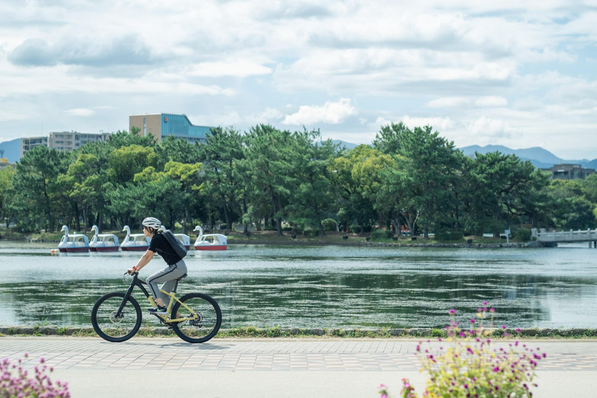 福岡で休日をゆっくり過ごすなら、「大濠公園」へ。 自転車でめぐるおしゃれスポットをまとめました